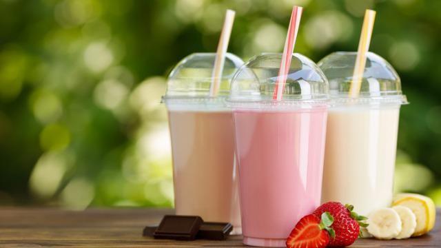 Zelf milkshake maken met verse ingrediënten.