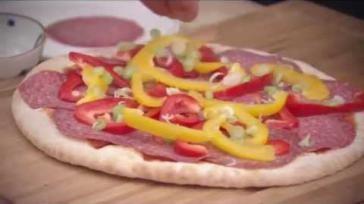 BBQ recept eenvoudig en snel pizza bakken op de barbecue