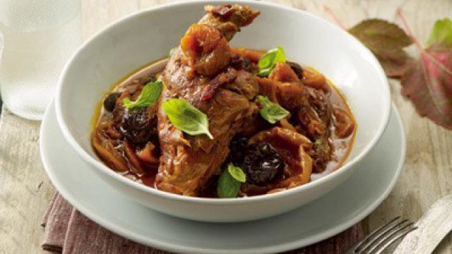 Konijnenbout met tutti frutti: makkelijk recept voor een heerlijke feestmaaltijd.