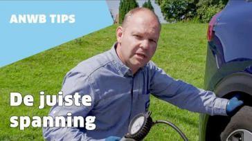 De bandenspanning van je auto meten en de banden controleren