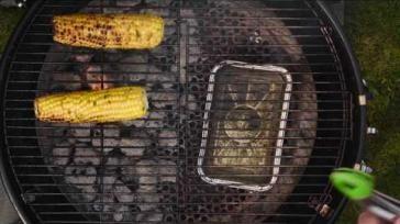 Maiskolf op de BBQ met pittige knoflook bieslook boter marinade