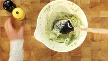 Hoe maak je kruidenboter met verse kruiden en knoflook