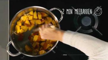 Heerlijk romige pompoensoep met kerrie komijn en peterselie
