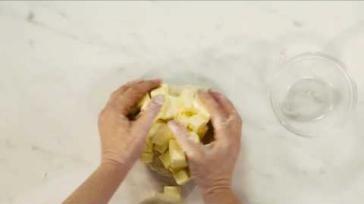 Bladerdeeg maken voor bladerdeeg hapjes of andere recepten