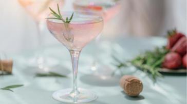 Champagne cocktails Champagne Mojito Pink Champagne en Pineapple Splash maken