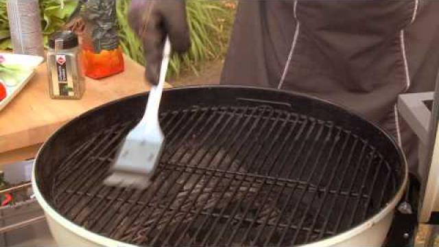 Een-BBQ-rooster-makkelijk-en-snel-schoonmaken-hoe-doe-je-dat