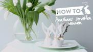 Voor Pasen servetten vouwen in de vorm van een paashaas