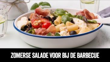 Gezonde bbq salade maken met pasta en gegrilde groenten