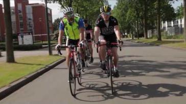 Wielrennen voor beginners betekenis waarschuwingstekens in de wielersport