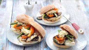 Vega bbq recept halloumi burger met zelfgemaakte humus