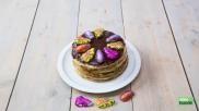 Eetbare en makkelijke surprise maken een pannenkoekentaart