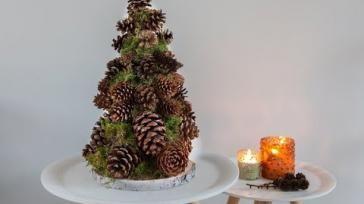 Tafel kerstboom maken van dennenappels super makkelijk