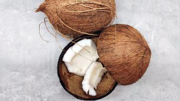 Hoe kun je een kokosnoot snel en makkelijk openen
