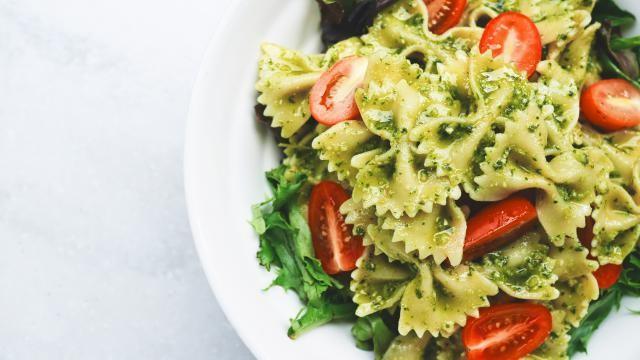 Een snelle pasta pesto tomaat maken.