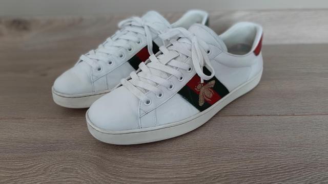 Eenvoudig en snel je witte schoenen schoonmaken.