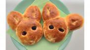 Paasbroodjes broodhaasjes maken van kant en klaar deeg