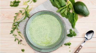 Avocadosoep met ui en verse kruiden Makkelijk en gezond