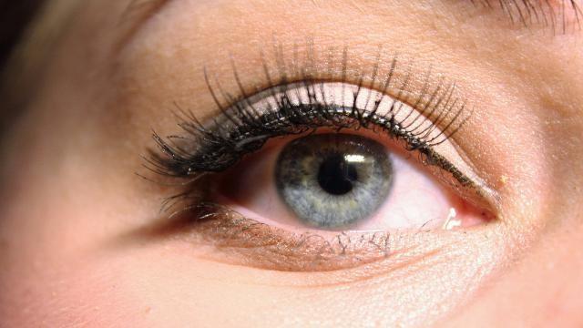 Hoe kun je magnetische wimpers met eyeliner aanbrengen?