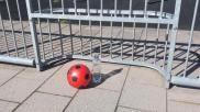 Flessenvoetbal variant Bescherm de fles