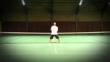 Tennissen hoe stap je correct in bij een volley