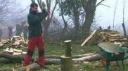 Hoe kun je brandhout in blokken verzagen en klieven om te branden in de openhaard