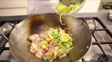 Hoe kun je een gerecht roerbakken of wokken inclusief recept