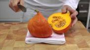 Hoe kun je gemakkelijk een pompoen snijden ook voor gevulde pompoen