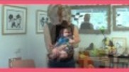 Hoe moet je een baby oppakken En hoe kun je een baby dragen