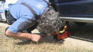 Hoe kun je zelf een lekke autoband vervangen
