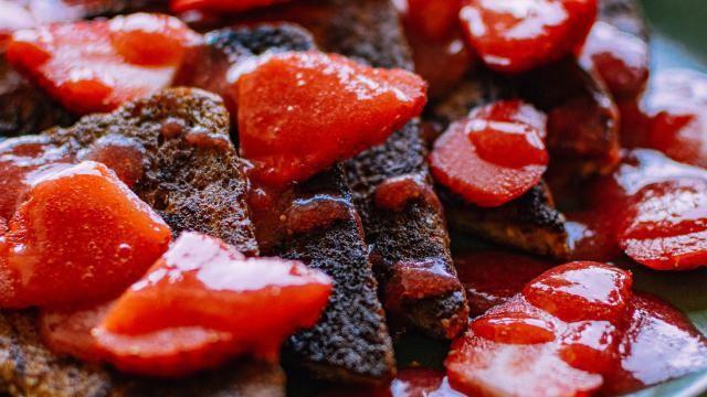 Dessert recept: Wentelteefjes met gemarineerde aardbeien