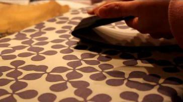 Hoe moet ik hotfix patronen op textiel kleding strijken