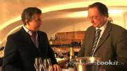 Hoe kun je een champagnefles professioneel openen ontkurken en hoe schenk je de champagne