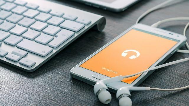 Hoe moet je je Samsung Android telefoon met de pc verbinden om foto's en muziek te kunnen overzetten?