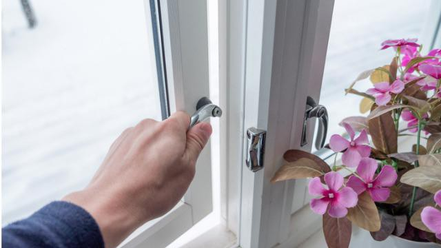 Hoe kun je naden en kieren dichten in je woning? Energie besparen.