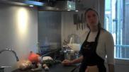 Hoe bereid je een pompoenmaaltijdsoep met zelfgemaakte croutons