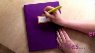 Hoe kun je snel een boek kaften met een rekbare boekenkaft
