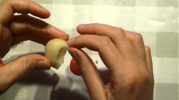 Hoe kun je cupcakes versieren met een paddenstoeltje van marsepein
