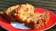 Hoe moet je een cake bakken gevuld met frambozen of aardbeien en appel