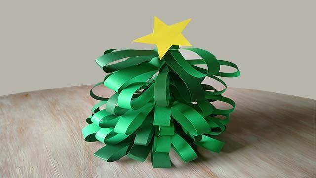 Hoe kun je zelf een papieren kerstboom knutselen?