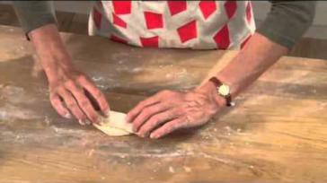 Hoe kun je lekkere worstenbroodjes bakken Een Brabants streekgerecht