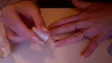 Hoe kun je een French Manicure bij jezelf aanbrengen