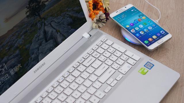 Hoe kun je contacten en de agenda van je Samsung telefoon synchroniseren met je PC en Outlook?